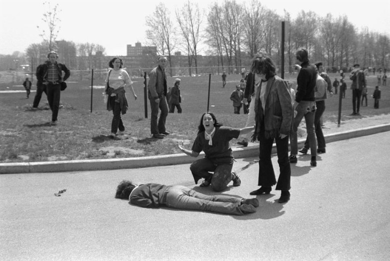 """""""Mary Ann Vecchio screams as she kneels over the body of fellow student Jeffrey Miller during an anti-war demonstration at Kent State University, Ohio, May 4, 1970. Four students were killed when Ohio National Guard troops fired at some 600 anti-war demonstrators. A cropped version of this image won the Pulitzer Prize."""""""