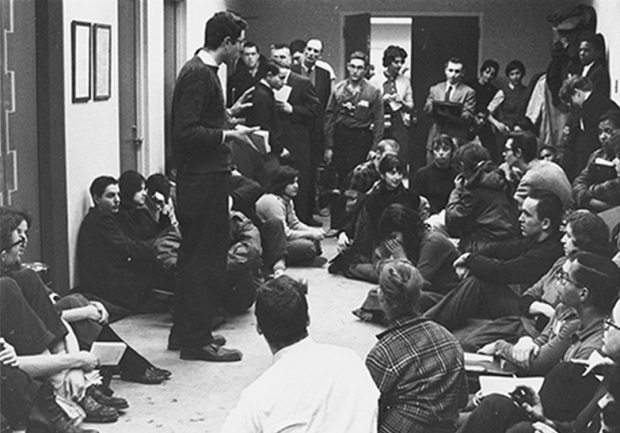Bernie Sanders speaks to fellow students at a 1962 sit-in protesting racial segregation at the University of Chicago. Source: Courtesy of Special Collections Research Center, University of Chicago Library