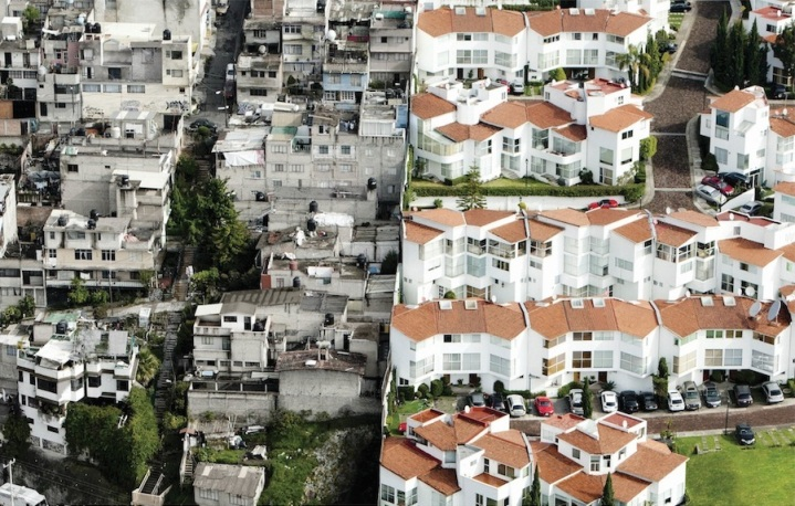 An aerial picture of the stark divide between the rich and the poor in Mexico City. (Oscar Ruíz/Publicis)